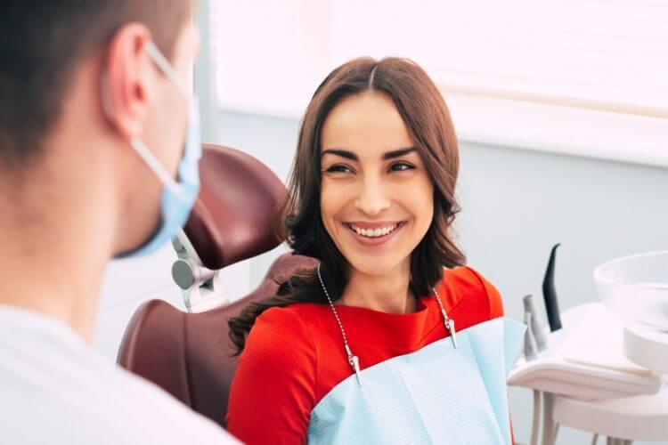 dental hygienist wagga examine patient